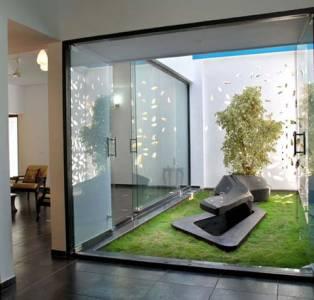 rumah dengan indoor garden